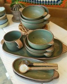 Look at this splendid Making Pottery - what an innovative project Pottery Plates, Slab Pottery, Ceramic Pottery, Thrown Pottery, Ceramic Tableware, Ceramic Clay, Ceramic Bowls, Kitchenware, Sculptures Céramiques