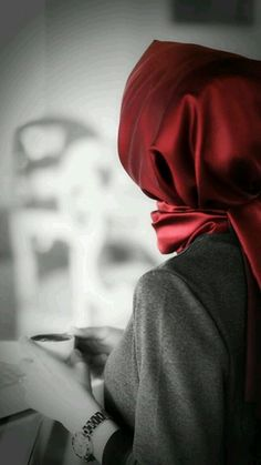 It's easy to break, so hard to repair. Not everyone is a bold poet. Beautiful Hijab Girl, Beautiful Muslim Women, Stylish Hijab, Hijab Chic, Arab Girls Hijab, Muslim Girls, Hijabi Girl, Girl Hijab, Stylish Girls Photos