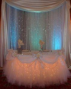 decorar mesa con tul y luces