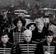 The Black Parade ~ My Chemical Romance. Ray is the only one looking at the camera Black Parade, My Chemical Romance, Trinidad James, Famous Last Words, Black Veil Brides, Pierce The Veil, Thats The Way, Celebrity Dads, Hugh Jackman
