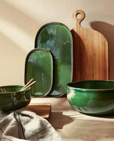 Ceramic Pottery, Pottery Art, Ceramic Art, Earthenware, Stoneware, Black Bedroom Design, Zara Home Canada, Green Plates, Pottery Painting