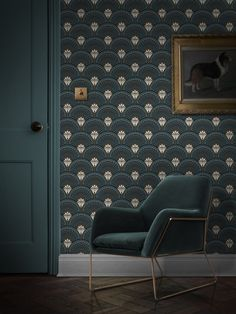 Taking its inspiration from the Roaring Twenties and the decadent tastemakers of the jazz age the bold Deco Martini graphic print brings art deco opulence to your interior with exquisite colours of teal, gold and black. Art Deco Wallpaper, Designer Wallpaper, Pattern Wallpaper, Wallpaper Designs, Gold Teal Wallpaper, Muebles Art Deco, Estilo Art Deco, Art Deco Pattern, Art Deco Furniture
