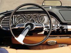 Citroën DS19 Cabriolet de série Henri Chapron 1961. L'intérieur du cabriolet reprenait l'essentiel de celui de la berline en ce qui concerne le tableau de bord