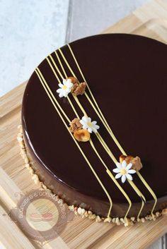 entremets-noisette-yuzu04 #cakedecoratingdesigns Cake Decorating Piping, Cake Decorating Designs, Creative Cake Decorating, Cake Decorating Videos, Chocolate Cake Designs, Chocolate Decorations, Food Cakes, Cupcake Cakes, Eggnog Cake