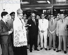 El presidente Raúl Leoni inaugurando nueva sucursal del Banco Industrial de Venezuela. Caracas,16-02-1965 (ARCHIVO EL NACIONAL)