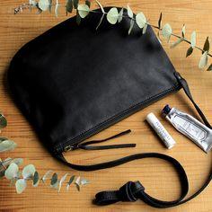 CLASKA(クラスカ) 公式通販サイト。伝統の手仕事でつくられる工芸品からデザイナーによる新しいプロダクトまで、今の日本の暮らしに映えるアイテムを集めたライフスタイルショップです。 Madewell, Japanese, Tote Bag, Crafts, Bags, Shopping, Handbags, Manualidades, Japanese Language