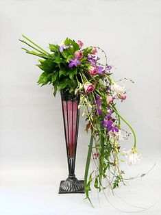 flower arrangements landscape design and bouquet flower arrangement designs Modern Floral Arrangements, Flower Arrangement Designs, Beautiful Flower Arrangements, Flower Designs, Beautiful Flowers, Simply Beautiful, Ikebana, Cascading Flowers, Fresh Flowers