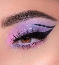 Purple Makeup Looks, Purple Eye Makeup, Edgy Makeup, Makeup Eye Looks, Colorful Eye Makeup, Eye Makeup Art, Eyeshadow Makeup, Pink And Black Eye Makeup, Purple Eyeshadow Looks