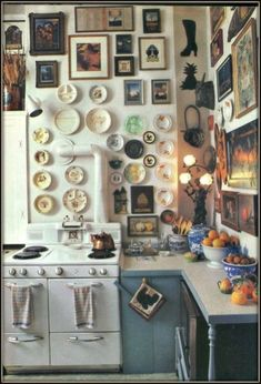 Interior Design Kitchen 20 Maximalist Interior Design Ideas - How Maximalism Is Replacing Minimalism In Home Décor - It's official: More is more! Funky Home Decor, Vintage Home Decor, Vintage Kitchen, Retro Vintage, Interior Design Kitchen, Kitchen Decor, Interior Decorating, Cottage Decorating, Vintage Interior Design