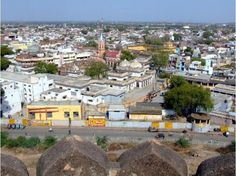 The original walled city grew around its stone fort which crowns a neighbouring rock. The ancient name of the city was Balwantnagar. From 1817 to 1854, Jhansi was the capital of the princely state of Jhansi which was ruled by Maratha rajas.