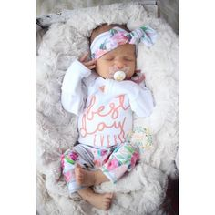 Handmade going home outfits for your new baby! Must have for your hospital bag. #newborn #babygirl