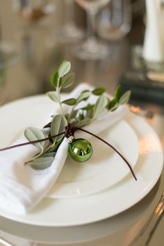 napkin detail for the perfect Christmas dining table - styling by SisterMag