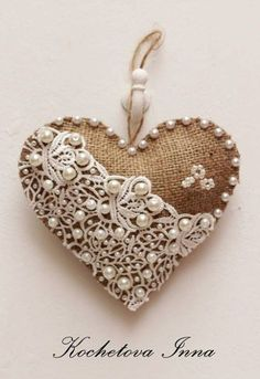 Авторские сердечки из мешковины: простота декора