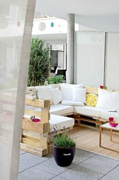Zona chill out con palets de madera