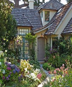 The Overgrown English Cottage Garden . - The Overgrown English Cottage Garden - Style Cottage, Cute Cottage, Cottage Living, Cottage Homes, Cottage Ideas, English Cottage Style, Cottage Design, French Cottage, English Country Decor