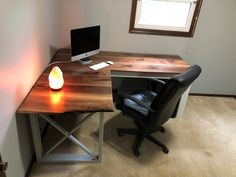 Buying Very Cheap Office Furniture Correctly Diy Office Desk, Diy Computer Desk, Diy Wood Desk, Diy Desk, Woodworking Furniture Plans, Woodworking Projects Diy, Woodworking Tools, Youtube Woodworking, Woodworking Machinery
