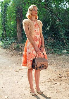 Hart of Dixie's Fashion: Lemon Breeland (Jaime King) wears a McGinn dress, Moyna Bolero, Zara shoes and a Valentino bag.