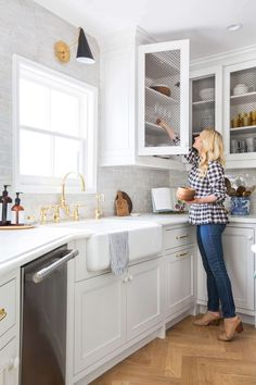 emily-henderson_frigidaire_kitchen-reveal_waverly_english-modern_edited-beams_11