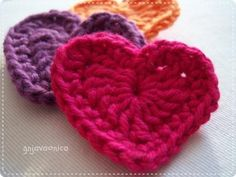 crochet heart - blog post not in english, but link leads to pattern that is!