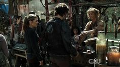 Polis - The 100, look at what's going on in all the stalls.
