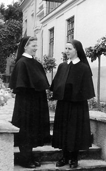 Image result for old traditional nuns benedictine postulants