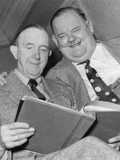 Laurel and Hardy reading
