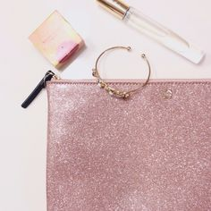 kate spade glitter pouch Kate Spade large rose gold glitter pouch. Perfect for all your beauty and accessory necessities! Brand new with tags. kate spade Bags