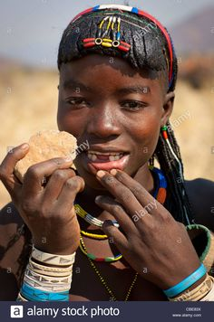 Mucawana Girl Called Fernanda Showing How Her Lower Teeth Were Knocked Out With A Stone, Village Of Soba, Angola Stock Photo