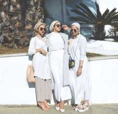 Hijab + Cohesive + White on White (sally. Islamic Fashion, Muslim Fashion, Modest Fashion, Hijab Fashionista, Hijab Trends, Street Hijab Fashion, Hijab Fashion Inspiration, Turban Style, Trendy Swimwear