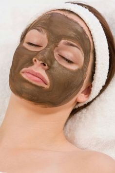 Seaweed Facial for Glowy Skin However, this can be also used to cleanse your complexion from zits, wrinkles and even dark spots. Mix 1 tbs kelp powder with ½ tbs Aloe vera gel and 1 tbs of honey. Exfoliate your complexion and get rid of dead skin cells with this simple recipe. Apply the fine paste on your face and leave the treatment on for 10-15 minutes. Then you can rinse the mask off with tepid water. Use this facial recipe at least 2 times per week for dazzling results.