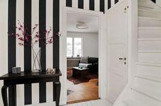 Snyggt med randiga tapeter, svart & vit