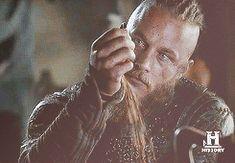 Travis Fimmel - Ragnar - Vikings season 2 ep. 03