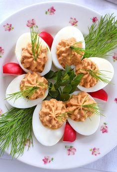 Jajka faszerowane suszonymi pomidorami i fetą - etap 1