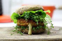 Leckere Burger selber machen: Rezept für einen vegetarischen Quinoa-Burger mit…