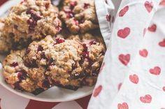 Superherkulliset puolukka-kaurakeksit - ohje blogissa! #puolukka #resepti #cookies #leivontaohje #leivonta #diy #puolukkakeksit #kaurakeksit #joulu #pikkujoulut #ikea #christmas #xmas