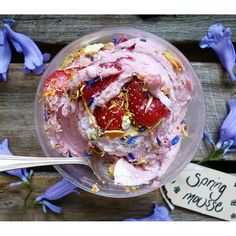 Strawberry & Cream Mousse <3 As yummy as it looks! Xx #vegan #strawberry #mousse #glutenfree #dairyfree #healthy #clean #raw #recipe #theaccommodatingchef #paleo