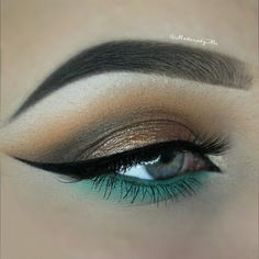 Eye make-up idea! Makeup Inspo, Makeup Inspiration, Makeup Tips, Makeup Ideas, Makeup Tutorials, Gold Makeup, Skin Makeup, Green Makeup, Eyeliner Makeup