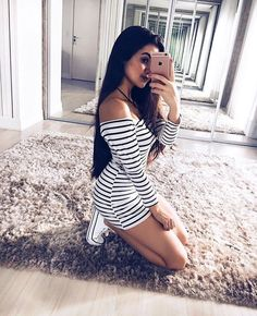 45 Cute Selfie Poses for Girls to Look Super Awesome - Page 2 of 3 - Office Salt Teen Fashion, Fashion Clothes, Fashion Outfits, Womens Fashion, Fashion Ideas, Runway Models, Selfie Posen, Casual Dresses, Casual Outfits