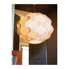 FILLSTA Lampada a sospensione IKEA La luce diffusa crea una buona illuminazione generale nella stanza.