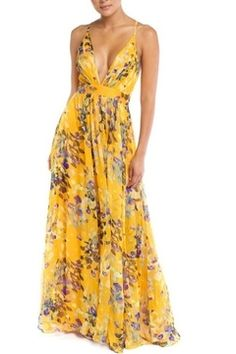 This long strap dress exhibit brilliant design with elegant floral patterns. Perfect as an evening dress. Great for wedding function and dressy occasions. Comes in yellow or green color. Floral Chiffon, Floral Maxi, Only Fashion, Fashion Looks, Women's Fashion, Fashion Trends, Evening Dresses, Summer Dresses, Beach Dresses