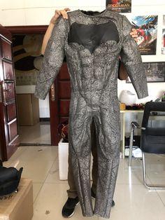 batman suit glued down on the muscle suit of justice league v superman Batman Costumes, Batman Cosplay, Cosplay Costumes, Batman Room, Batman Vs Superman, Ben Affleck Batman Suit, Spartacus Workout, Jason Bourne, Batman Poster