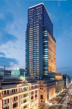 Foram mais do que especiais minhas 9 noites de hospedagem no Mandarin Oriental Tokyo. A minha escolha foi muito acertada, o hotel é o máximo do luxo, um serviço super eficiente, os quartos grandes para o padrão japonês e uma atenção que poucas vezes pude ver pelas minhas andanças por aí.