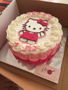 Pretty Birthday Cakes, Pretty Cakes, Cute Cakes, Cake Birthday, Bolo Da Hello Kitty, Hello Kitty Birthday Cake, Hello Kitty Cake Design, Hello Kitty Theme Party, Hello Kitty Cupcakes