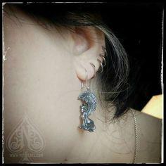 This is how the earrings look like when worn. :) / Así lucen los pendientes puestos. :)