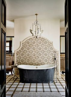 tub & backsplash