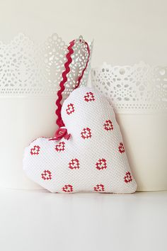 Cross stitch heart Cross Stitching, Cross Stitch Embroidery, Cross Stitch Patterns, Cross Stitch Finishing, Cross Stitch Heart, Pot Pourri, Fabric Hearts, Christmas Hearts, Heart Ornament
