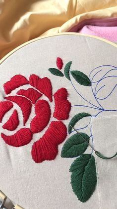 Diy Embroidery Kit, Floral Embroidery Patterns, Hand Embroidery Flowers, Hand Embroidery Designs, Ribbon Embroidery, Brazilian Embroidery Stitches, Hand Embroidery Stitches, Machine Embroidery, Diy Broderie