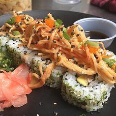 Mahi Crab Roll Dorado fresco del pais aguacate y nuestro delicioso spicy kani crab. Disponible hoy mientras duren. Llama y ordena el tuyo al 787-407-0299. Sushi by Tako-G Aguadilla PR. Horario de 3-8pm. Los esperamos #takogpr #mahimahi #spicy #crab #sushi #roll #sushisunday