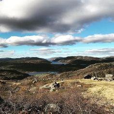 Nå har vi tatt oss litt fri fra stress og mas fra jobb og nyter noen fine dager oppe i fjellet. #høstdag #høst #fjell #sirdal