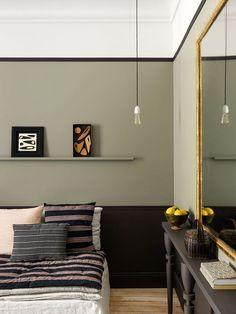 Un petit appartement parisien très chaleureux Home Living, Tiny Living, Living Spaces, Living Room, Estilo Soho, Casa Milano, Home Interior, Interior Design, Apartment Interior